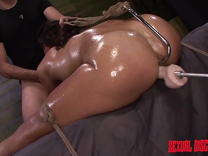 Big ass woman tries BDSM for the crafty time