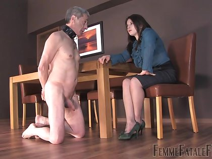 Strict bitch Mistress Lola punishes her dutiful man and make shim lick and suck feet