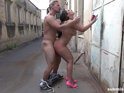 Wonderful alfresco public fucking for the slave girl
