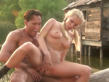 Sex by the lake with amateur blonde girlfriend Cassie Young