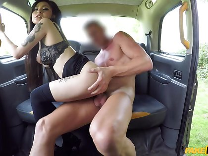 Asian chick wants rub-down the Obsolete horse-drawn hackney driver to fuck her because she has no money