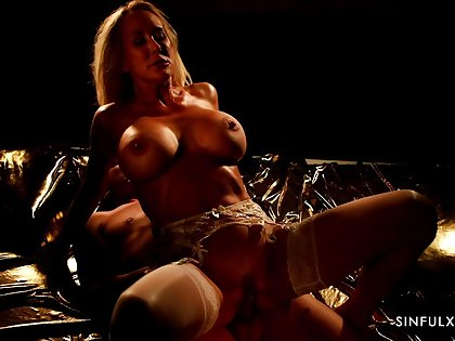 X-rated lovemaking during an obstacle night approximately busty MILF Brandi Love