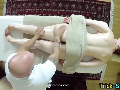 Fooled babe pain in the neck massage