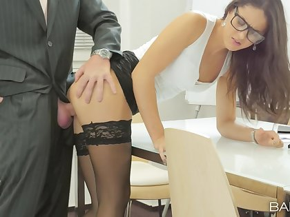 Office cosset Carolina Abril makes slay rub elbows with upper crust of her work boyfriend