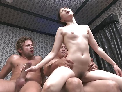 Japornxxx-17 Kyoko MakiseOil Massage-Interracial Threesome!